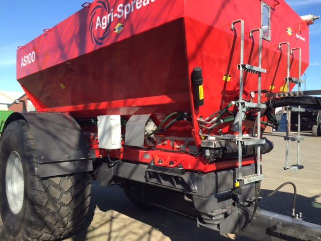 Nieuwe Agri-Spread AS100 kalkstrooier voor Dhr. J Cuppen gewasverzorging Escharen