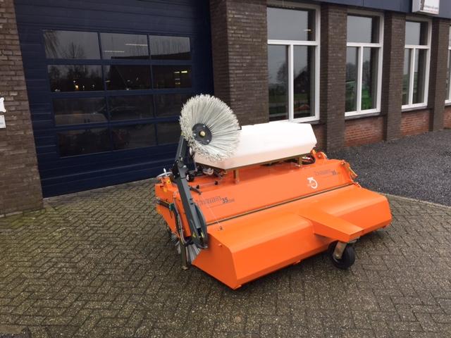 Nieuwe Bema 35 Dual veegmachine voor Ebben B.V.