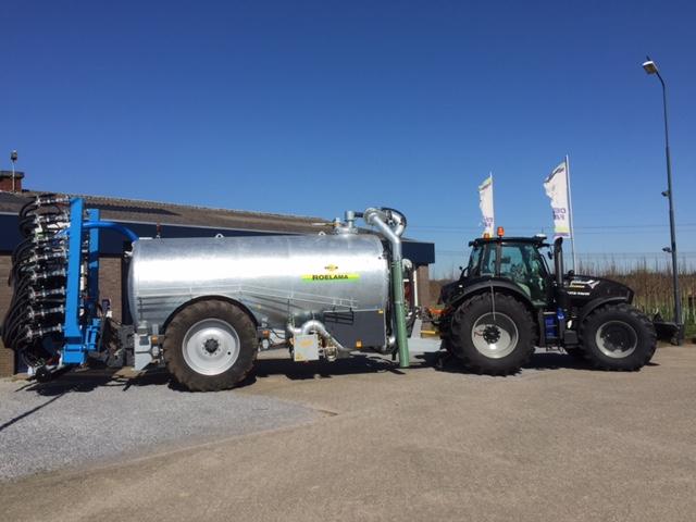 Nieuwe Roelama 18m3 Dubbeltwin drijfmesttank en Duport DW8044 All Track HD voor de Firma Rongen.